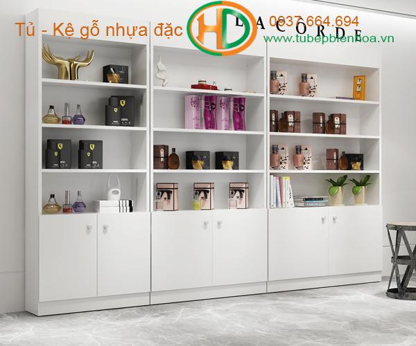 kệ nhựa trưng bày sản phẩm 3